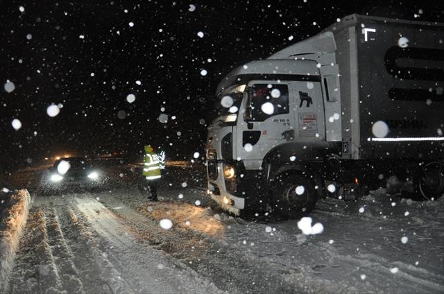 Bursa-Ankara karayolunda ulaşım saatlerce durdu