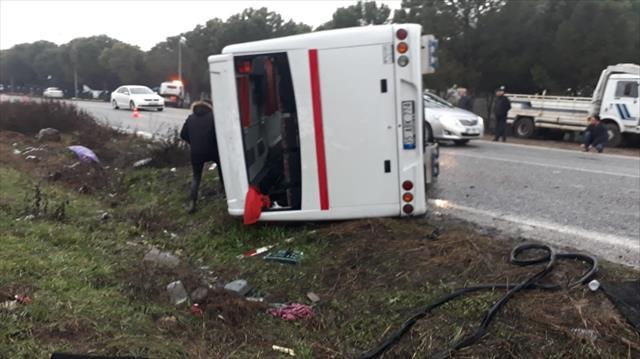 Tarım işçilerini taşıyan otobüs devrildi: 17 yaralı