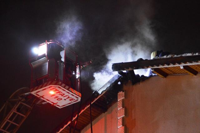 Kastamonu'da iki katlı evde çıkan yangın korkuttu