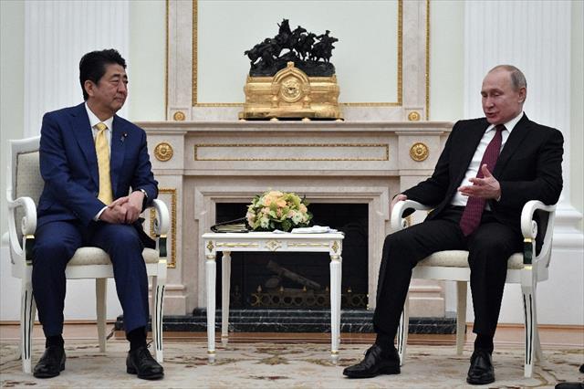 Putin ve Abe bir araya geldi