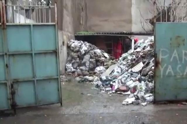 İzmir'de tarihi bina çöktü: 1 kişi enkazda aranıyor