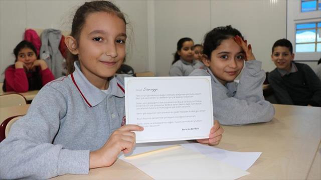 Albayrak ve Gül'ün tebrik kartları öğrencileri sevindirdi