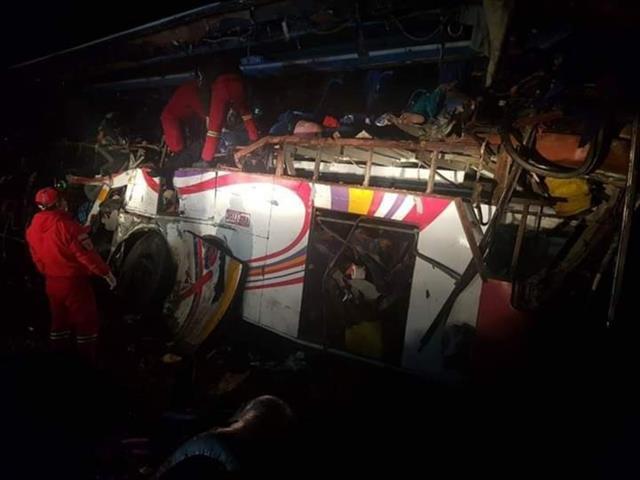 Bolivya'da yolcu otobüsüyle kamyon çarpıştı: 24 ölü, 12 yaralı