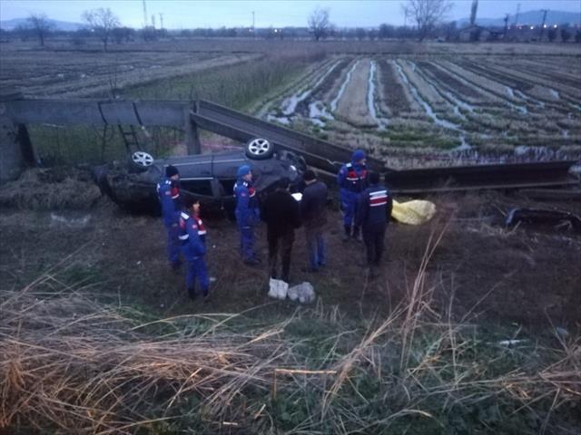Otomobil kanala uçtu: 2 ölü, 3 yaralı