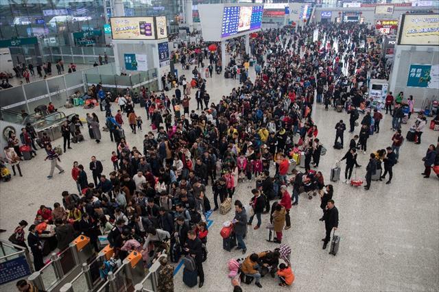 Çin'de kara listeye alınan milyonlara seyahat yasağı