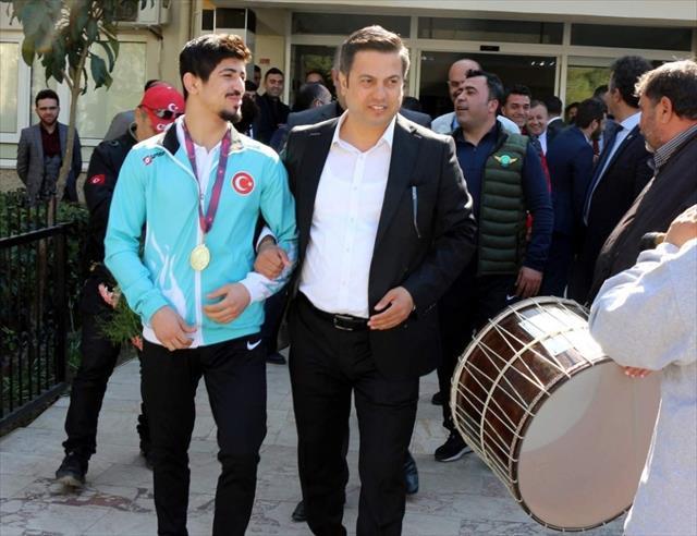 Avrupa şampiyonu Kerem Kamal'a görkemli karşılama