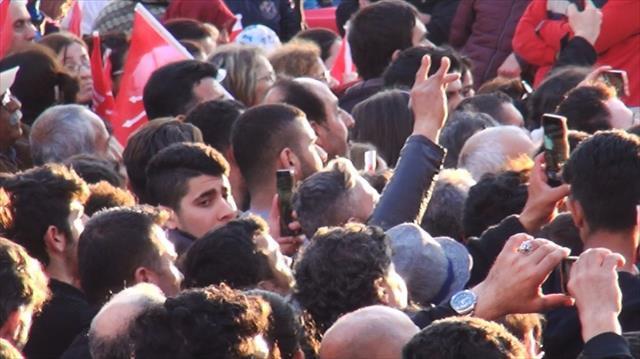 CHP mitinginde 'Bozkurt' işareti