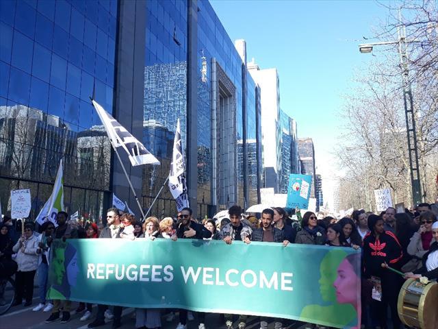 Brüksel'de binlerce kişi ırkçılığa karşı yürüdü