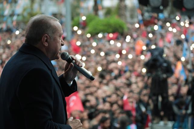 Cumhurbaşkanı Erdoğan: Siyaset beyaz kefen giyenlerin işidir