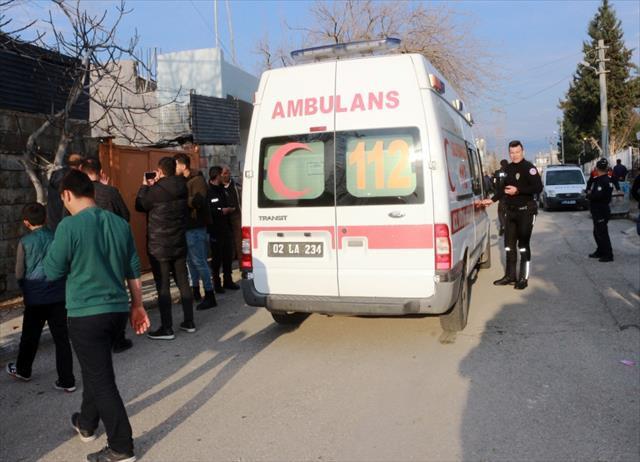 Adıyaman'da okul önünde sopalı bıçaklı kavga: 3 yaralı
