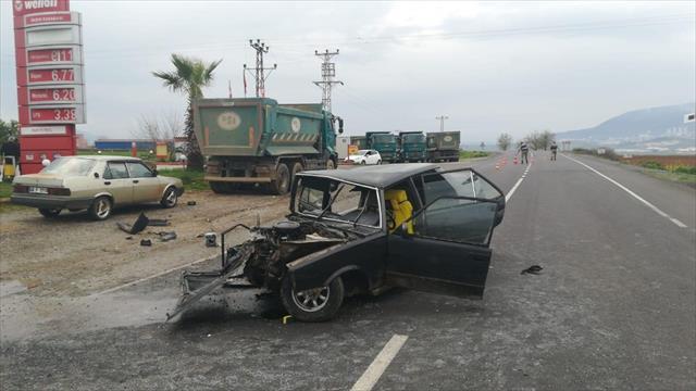 Otomobil park halindeki kamyona çarptı: 1 ölü, 3 yaralı