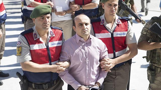 Telsizden katliam emri yağdırdı, mahkemede suspus oldu