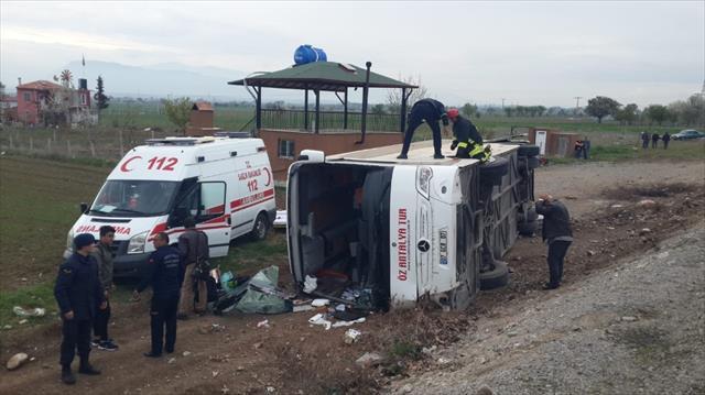 Denizli'de öğrencileri taşıyan otobüs devrildi: 34 yaralı