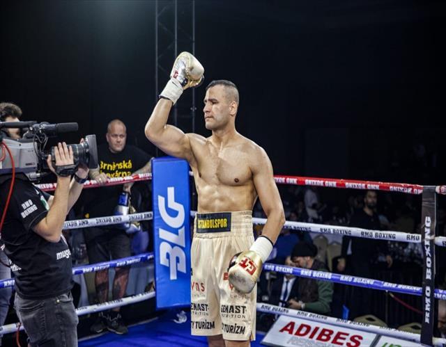 Milli boksör Seyda Keser, Çekyalı rakibini nakavt etti