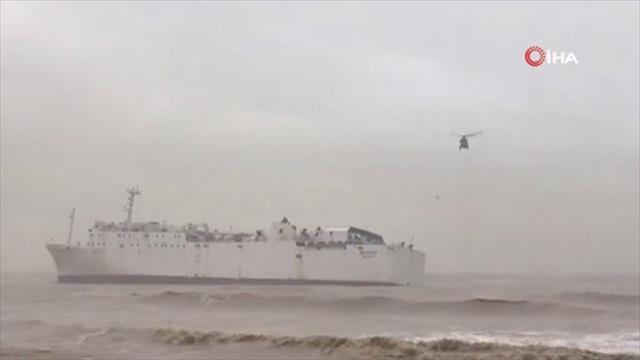 Düzensiz göçmenleri taşıyan bot battı: Ölü ve kayıplar var