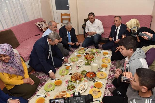 Binali Yıldırım Tan ailesinin iftar sofrasına misafir oldu
