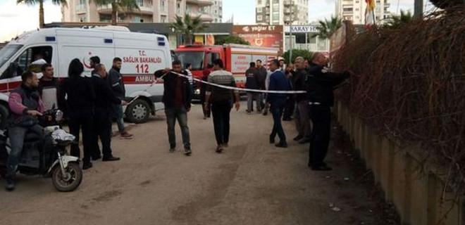 Adana'da cami inşaatında iskele çöktü!