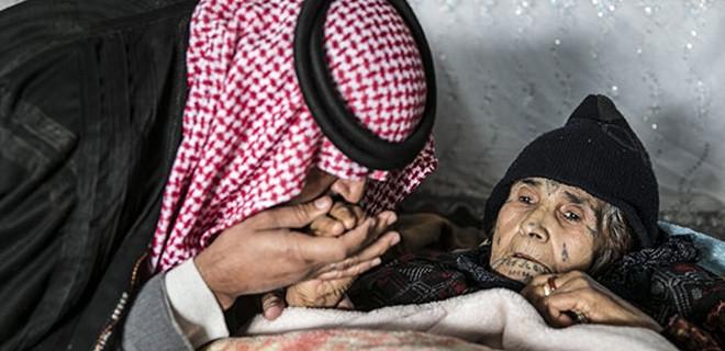 Teröristlerin yaraladığı annesini 6 saat taşıdı