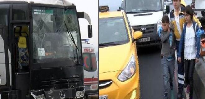 Fatih'te 2 tur otobüsü çarpıştı