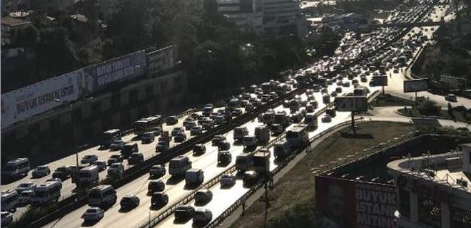 İstanbul'da bayram trafiği yoğunluğu başladı