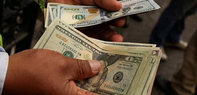 Dolar, güne 4.85'le başladı