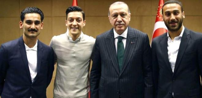 Mesut Özil tepkilere sert çıktı…