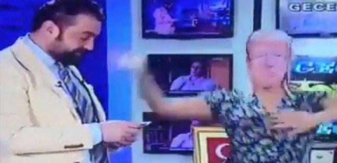 Flash TV sunucusundan akıllara zarar protesto Trump maskesi taktırıp dolar fırlattı!