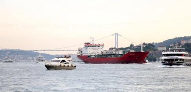 İstanbul Boğazı'nda faciadan dönüldü