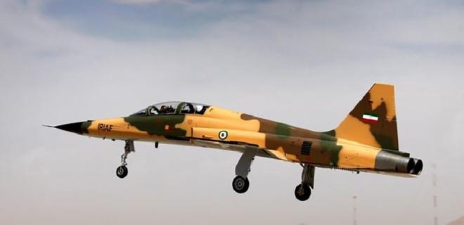 İran'dan ilk yüzde 100 yerli savaş uçağı