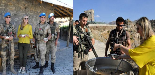Çukurca'da askerlere ve vatandaşa aşure ikram edildi