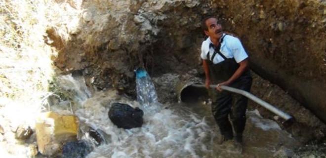 Su borusuna düşen işçi kayboldu!