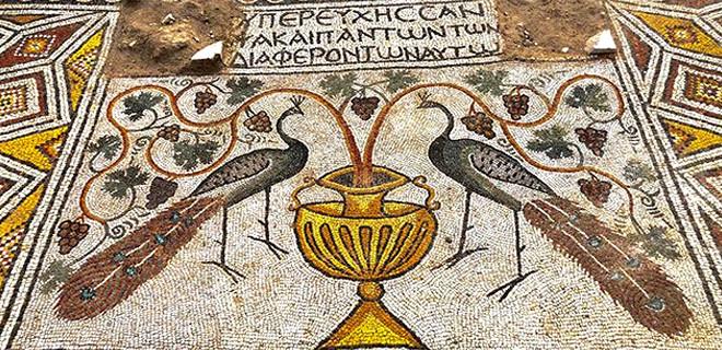 Hristiyanlığın liderlerinden Marcos ve Lucas'ı simgeleyen mozaikler bulundu