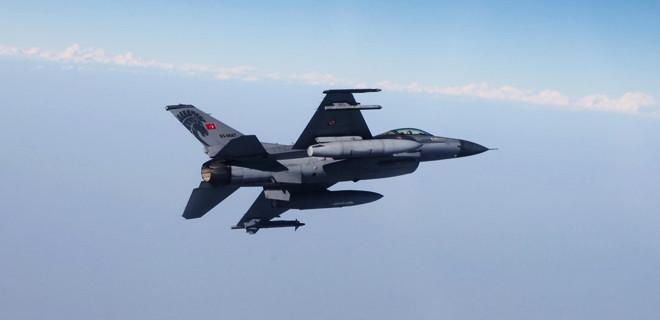Jetler Kuzey Irak'a bomba yağdırdı
