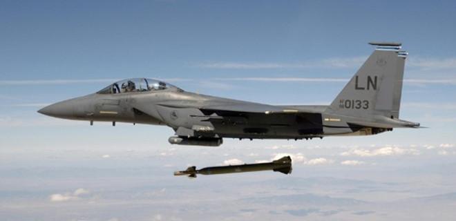ABD uçakları YPG'li teröristleri vurdu...