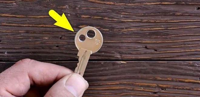 Anahtarının kenarını böyle deldi ve...