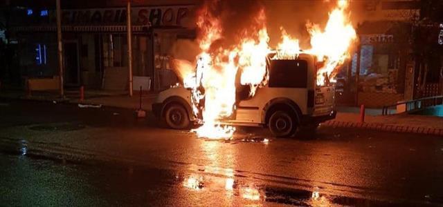 Araç alev alev yandı