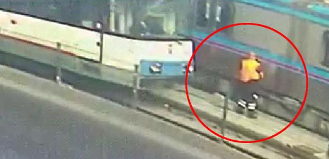 İstanbul'da temizlik görevlisine iki tramvay birden çarptı!