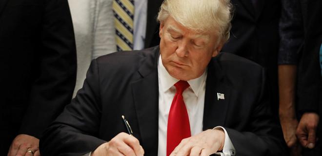 ABD Başkanı Donald Trump, yeni göçmen beyannamesini imzaladığını duyurdu