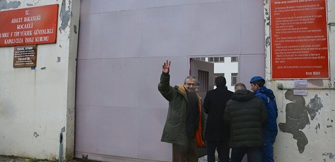 Hapis cezası onanan Sırrı Süreyya Önder cezaevinde