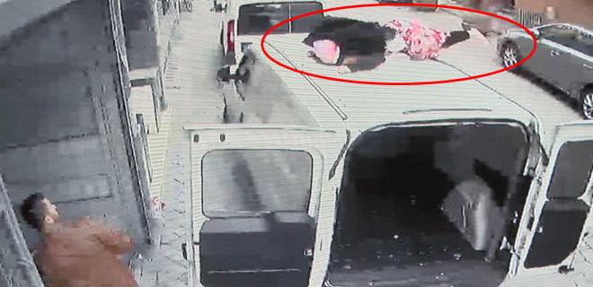 4 katlı binanın çatısından atladı!