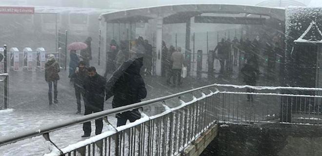 Kar İstanbul'a giriş yaptı!