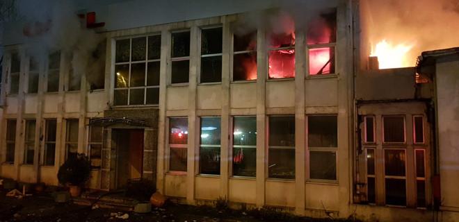 İstanbul'da Uzel fabrikasında yangın...