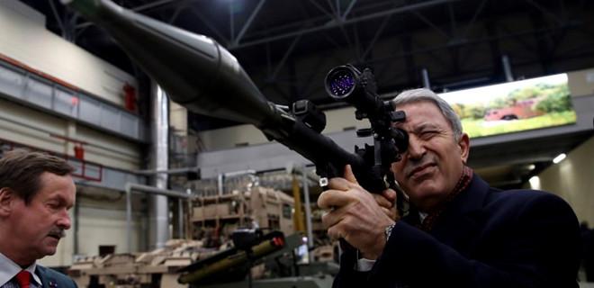 Bakan Akar silahları tek, tek inceledi...