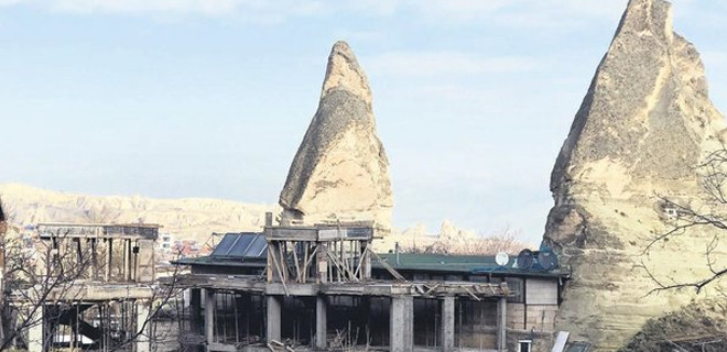 Peribacaları'nın yanındaki inşaatta yıkım başladı