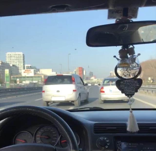 İnatçı sürücüler trafiğe birbirine kattı