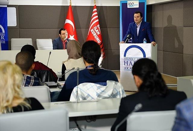Tunuslu gazetecilere habercilik eğitimi