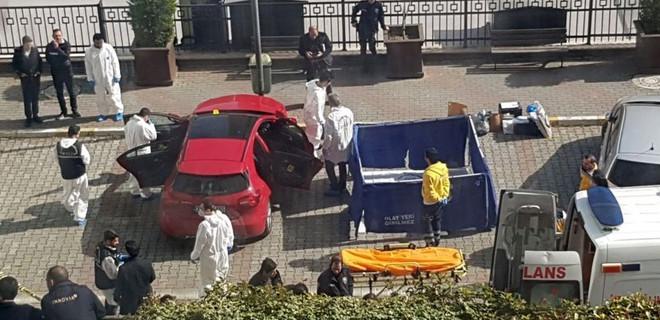 İstanbul Esenyurt'ta otomobilden 2 kişinin cesedi çıktı