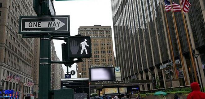 New York'ta başörtülü kadına çirkin saldırı