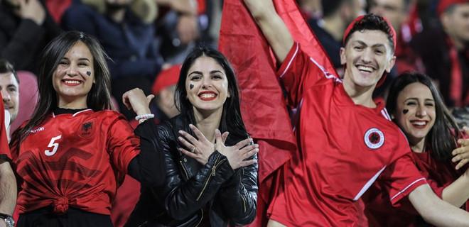 Milli maçta İstiklal Marşı ıslıklandı...