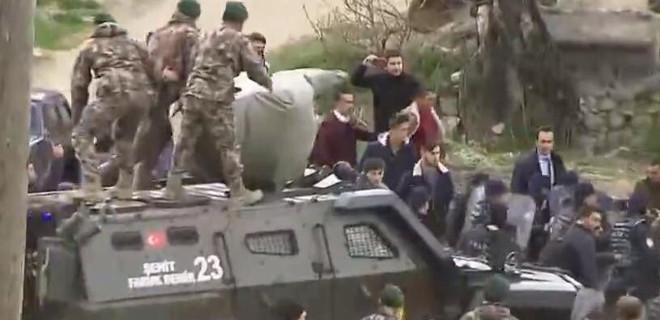 Kemal Kılıçdaroğlu zırhlı araçla çıkarıldı...